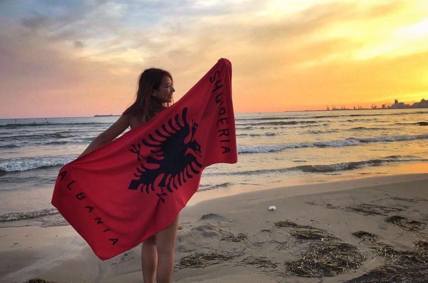 [新聞] 原來拋媚眼在阿爾巴尼亞是這個意思!