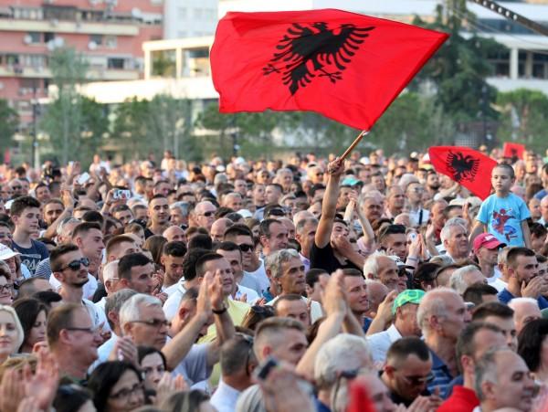 [新聞]「山鷹之國」禽類卻遭濫捕 阿爾巴尼亞國旗象徵恐瀕臨絕種